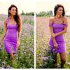 Dopasowana sukienka na ramiączkach w kolorze fiołkowym